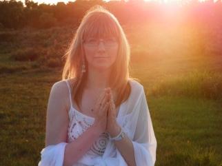 """Miranda Gray, auteure, artiste, créatrice de """"la bénédiction de l'Utérus"""""""